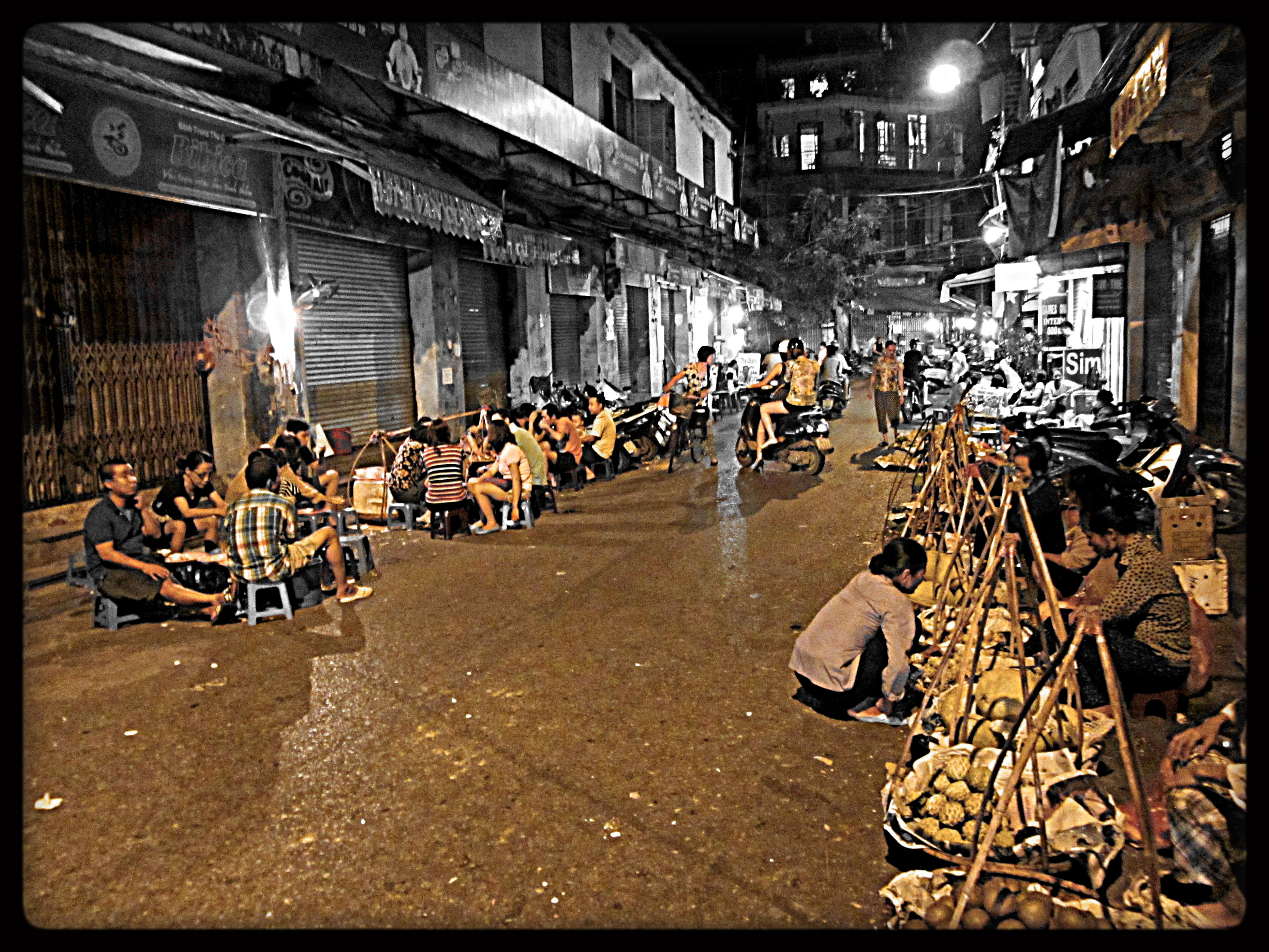 """the streets of vietnam Night activities on the """"street for foreigners"""" visiting the streets of ta hien – luong ngoc quyen, known as the """"international crossroads"""" on weekend evenings, foreign visitors and local residents are greeted with a crowded and boisterous atmosphere."""